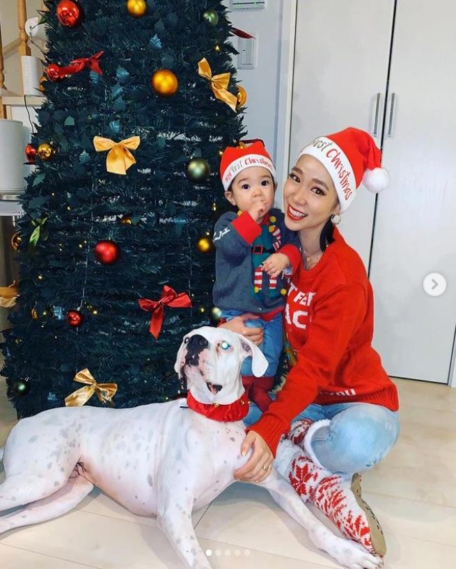 昨年は友人とクリスマス会を楽しんでいた紅蘭(画像は『紅蘭 2019年12月25日付Instagram「はっぴーくりすます 娘はFirst christmas」』のスクリーショット)