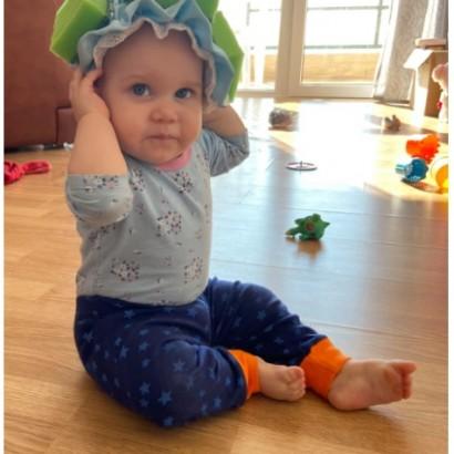 【海外発!Breaking News】赤ちゃんの頭を守るため母親が作ったユニークな帽子に賛否の声「素晴らしいアイディア」「必要ない」(露)