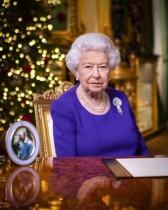 【イタすぎるセレブ達】エリザベス女王、クリスマスメッセージはフィリップ王配の写真だけを置いて伝える