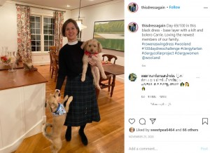 「シンプルが一番」というサラさん(画像は『Sarah Robbins-Cole 2020年11月25日付Instagram「Day 69/100 in this black dress」』のスクリーンショット)