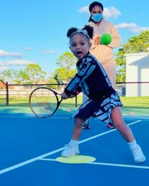 【イタすぎるセレブ達】セリーナ・ウィリアムズの愛娘、テニスの練習風景に「3歳でこのオーラ!」絶賛の声