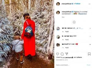 およそ1年前にシェリルが公開したベアくんの後ろ姿(画像は『Cheryl 2019年12月20日付Instagram「Walking in a winter wonderland!」』のスクリーンショット)