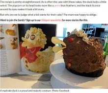 """【海外発!Breaking News】娘の誕生日に手作りした""""アヒルのケーキ"""" その出来栄えに母親「笑わないでね」(豪)"""
