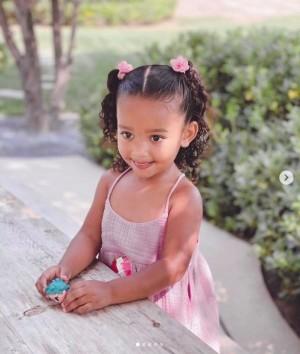 【イタすぎるセレブ達】キム・カーダシアンの次女シカゴちゃん、3歳になり「美少女」ぶりが話題に