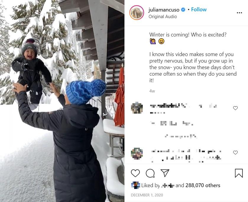 1歳息子を積もった雪の中に投げた母親(画像は『Julia Mancuso   Podcast Host 2020年12月1日付Instagram「Sonny loves the snow」』のスクリーンショット)
