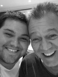 【イタすぎるセレブ達】故エディ・ヴァン・ヘイレン、66回目の誕生日に息子が「会えないことが辛い」悲痛な思いを吐露