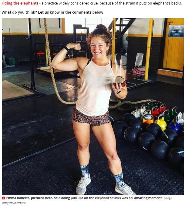 ゾウの牙での懸垂を「動物との素晴らしい瞬間」と表現したエマさん(画像は『Mirror 2021年1月5日付「Gym owner sparks backlash after being pictured doing pull ups on elephant tusks」(Image: Instagram/@emfitrx)』のスクリーンショット)