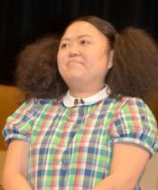"""ニッチェ江上、産後の抜け毛に悩む 抜けた毛を丸めてできた""""ミニえのうえ""""に爆笑の声"""