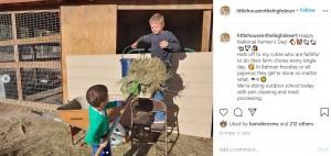 農場の仕事は日課(画像は『Courtney Rogers 2020年10月13日付Instagram「Happy National Farmer's Day」』のスクリーンショット)