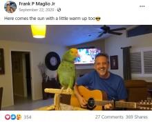 【海外発!Breaking News】「まるで酔っ払ったロックスター?」ギターに合わせて歌うインコ(米)<動画あり>