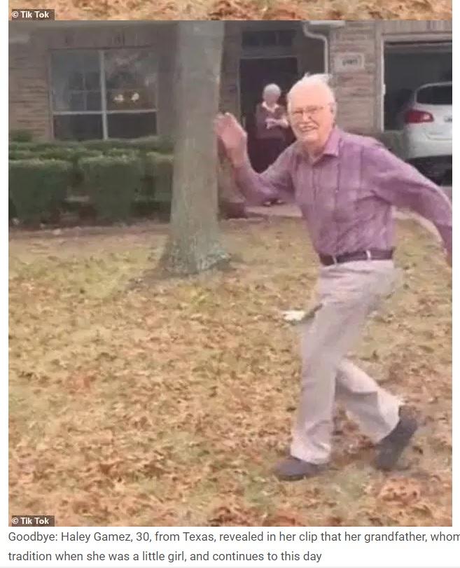 車が発進すると同時に走り出し、孫に手を振る89歳男性(画像は『WhatNew2Day 2021年1月16日付「Beautiful videos of the 89-year-old grandfather's farewell ritual go viral」(Tik Tok)』のスクリーンショット)