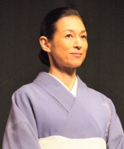 【エンタがビタミン♪】鈴木保奈美、常盤貴子と微笑むオフショット公開も『おとなの事情』では「悪い女」演じ切る