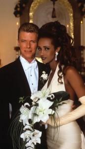 1992年に結婚したボウイとイマン(画像は『IMAN 2020年6月6日付Instagram「June 6th, Wedding Anniversary」』のスクリーンショット)