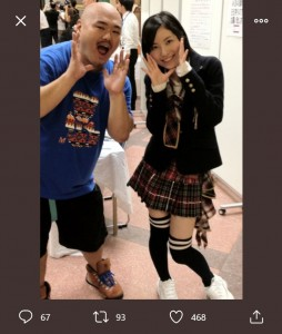 クロちゃんと松井珠理奈の懐かしい1枚(画像は『安田大サーカス クロちゃん 2021年1月20日付Twitter「「恋落ちフラグ」」』のスクリーンショット)