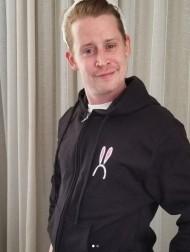 【イタすぎるセレブ達】マコーレー・カルキン、ファンからの提案に賛同「『ホーム・アローン2』のトランプ氏の姿を削除して、代わりに…」