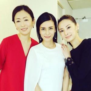 松雪泰子、柴咲コウ、北川景子(画像は『松雪泰子 2018年2月16日付Instagram「また3人で。。再会」』のスクリーンショット)