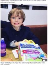 【海外発!Breaking News】マクドナルドのドライブスルーで注文を断られた親子、それを見た12歳男児が購入した商品を手渡す(英)