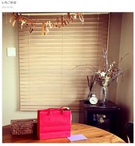 誕生日パーティのために部屋を飾り付けた永夏子(画像は『永夏子 2021年1月6日付オフィシャルブログ「いちごの日」』のスクリーンショット)