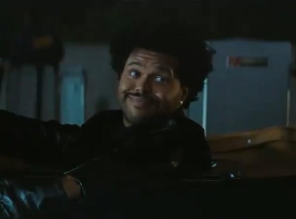 ハーフタイムショーの宣伝では、特殊メイクなしの素顔を披露(画像は『The Weeknd 2021年1月8日付Instagram』のスクリーンショット)