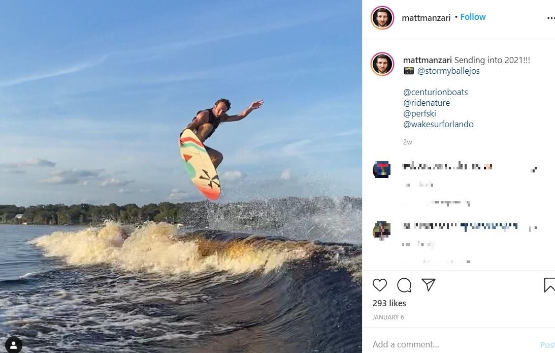 ウォータースポーツが得意なマットさん(画像は『Matt Manzari・Wolfwithin 2021年1月6日付Instagram「Sending into 2021!!!」』のスクリーンショット)