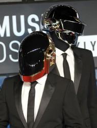 【イタすぎるセレブ達】ダフト・パンクが解散を発表 メンバーの爆発動画にファン衝撃「ロボットの自爆は彼らが引退するということ」