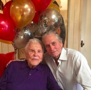 【イタすぎるセレブ達】マイケル・ダグラス、亡き父の一周忌に思い綴る 「心からあなたを愛しています!」
