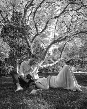 【イタすぎるセレブ達】メーガン妃のマタニティポートレートを撮影した英写真家、夫妻を絶賛「絶対的ソウルメイト」