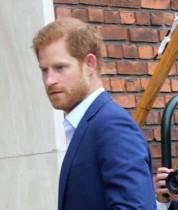 ヘンリー王子、米トーク番組のカラオケ企画に挑む姿に「英王子の悲しい成れの果て」の声