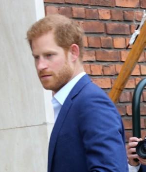 【イタすぎるセレブ達】ヘンリー王子、米トーク番組のカラオケ企画に挑む姿に「英王子の悲しい成れの果て」の声
