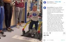 全身麻痺から懸命のリハビリで自ら歩けるまでに回復した2歳男児 弾ける笑顔に心打たれる(米)<動画あり>
