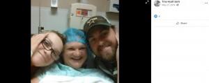 手術前に家族とハグするティナさん(画像は『Tina Hyatt Earls 2019年5月27日付Facebook』のスクリーンショット)