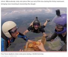 【海外発!Breaking News】上空4千メートルで落下しながらピザパーティー 「もう1回やりたい」とダイバー(米)<動画あり>
