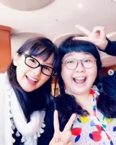 小西真奈美と小林きな子(画像は『小西真奈美 manami konishi 2019年5月30日付Instagram「#家族のはなしpart1 #小林きな子 ちゃんと」』のスクリーンショット)