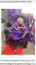 【海外発!Breaking News】「身寄りのないおばあちゃんにお祝いを!」SNSで呼び掛け、100歳誕生日に1万通の手紙と500個のプレゼントが届く(英)