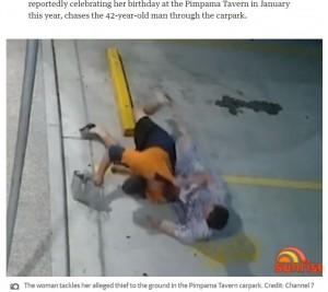 """【海外発!Breaking News】傷だらけでひったくり犯からバッグを取り返した55歳女性 執念の追跡で""""忍者おばさん""""とあだ名が付く(豪)<動画あり>"""