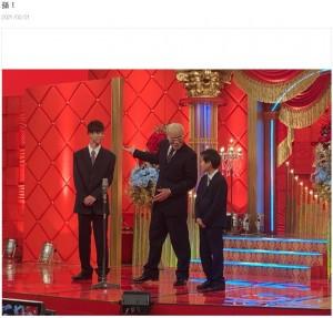 孫2人と漫才を披露したオール巨人(画像は『オール巨人 2021年2月21日付オフィシャルブログ「孫!」』のスクリーンショット)