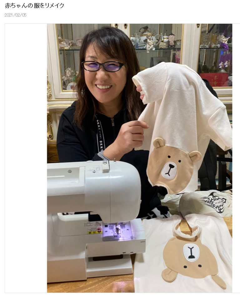 趣味のミシンで愛犬2匹の服を作った北斗晶(画像は『北斗晶 2021年2月5日付オフィシャルブログ「赤ちゃんの服をリメイク」』のスクリーンショット)