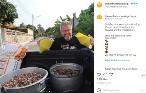 トラックに餌を載せて街をまわるマイケルさん(画像は『The Man That Rescues Dogs 2020年11月9日付Instagram「Happy Birthday Michael!」』のスクリーンショット)