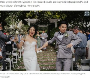昨年11月に結婚した20歳のジョニーさんとアリスターさん(画像は『NZ Herald 2020年11月30日付「Young couple surprise wedding guests with touching tribute to bride's mother」(Photo / Songbirds Photography)』のスクリーンショット)