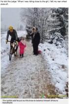 【海外発!Breaking News】前を歩く5歳女児を膝蹴りしたサイクリスト「バランスを取るため膝を出しただけ」(ベルギー)<動画あり>