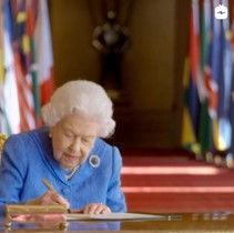 【イタすぎるセレブ達】エリザベス女王、メーガン妃インタビュー直前に異例のTV演説「団結精神と友情の功績を称える」