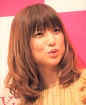 【エンタがビタミン♪】hitomi、子どものW卒業で「特別な気持ち」 美容院で撮った長女の横顔に「もう中学生なんですね」の声