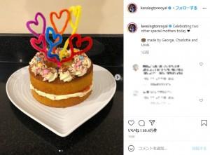 子供達が手作りした母の日のケーキ(画像は『Duke and Duchess of Cambridge 2021年3月14日付Instagram「Celebrating two other special mothers today」』のスクリーンショット)