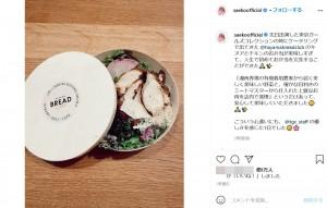 紗栄子が感動したキヌアと鶏肉のお弁当(画像は『SAEKO 2021年3月2日付Instagram「先日出演した東京ガールズコレクションの時に」』のスクリーンショット)