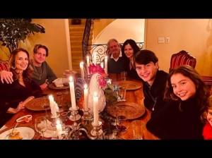 昨年の感謝祭は家族そろってお祝い(画像は『Catherine Zeta-Jones 2020年11月26日付Instagram「Thankful.」』のスクリーンショット)