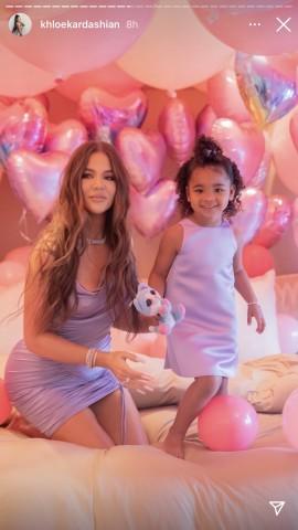 【イタすぎるセレブ達】クロエ・カーダシアン、愛娘トゥルーちゃんが3歳に いとこ達を招いて豪華な誕生日会を開催