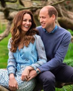 2人が寄り添う写真には200万件近い「いいね!」が届く(画像は『Duke and Duchess of Cambridge 2021年4月28日付Instagram「10 years」』のスクリーンショット)