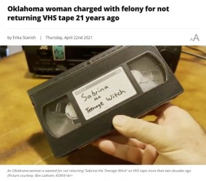 """【海外発!Breaking News】21年間レンタルビデオを未返却 身に覚えのない""""横領""""で指名手配された女性(米)"""