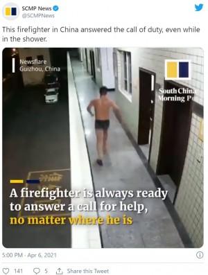 """【海外発!Breaking News】""""消防士の使命""""を体現する男性 シャンプーを頭に残したまま緊急出動(中国)<動画あり>"""