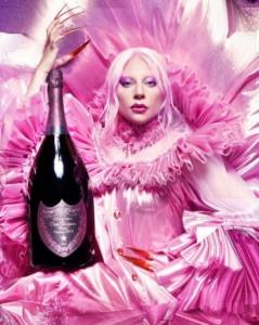 ピンクのコスチュームとヘアメイクでドンペリ・ロゼを宣伝するガガ(画像は『Lady Gaga 2021年4月3日付Instagram「3 days」』のスクリーンショット)